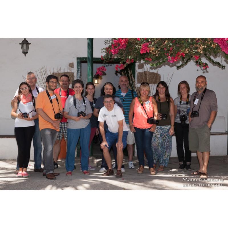 Pericomart-y-alumnos-taller-iniciación-a-la-fotografía-2013_Manuel-Santana-Ramos_